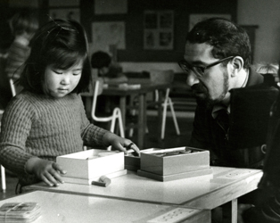 Louis Marcus in a behind the scenes still from 1973 documentary Children at Work.